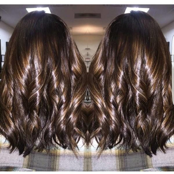 2-Glänzende mittellange braune Haare mit mittel braunem Balayage