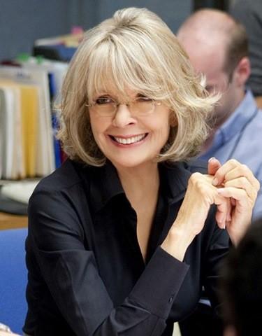 21-Frisuren für Frauen ab 50 mit Brille