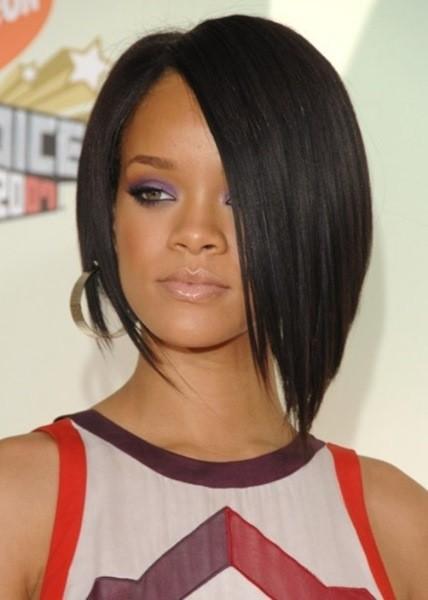 21-Rihanna -Sleek eckig bob