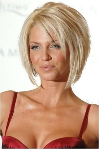 27-bob-blonde-Frisuren für Frauen ab 50 mit rundem Gesicht