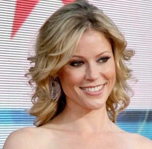19. Julie Bowen Blonde Geschıchtete Lockige Frisur