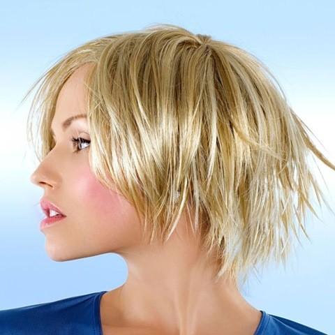 3-fransiger-bob-haarschnitt-mit-blonde-highlights