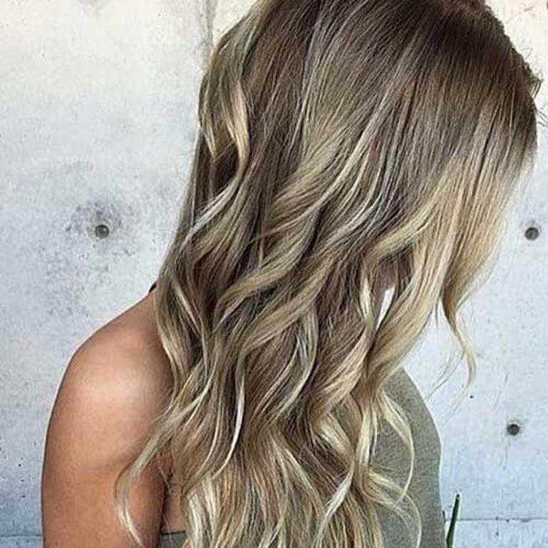 Ash Braune Haare mit Blonden Strähnen