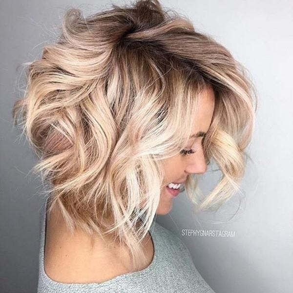 blonde-bob-haarschnit-mit-braun-staehnen