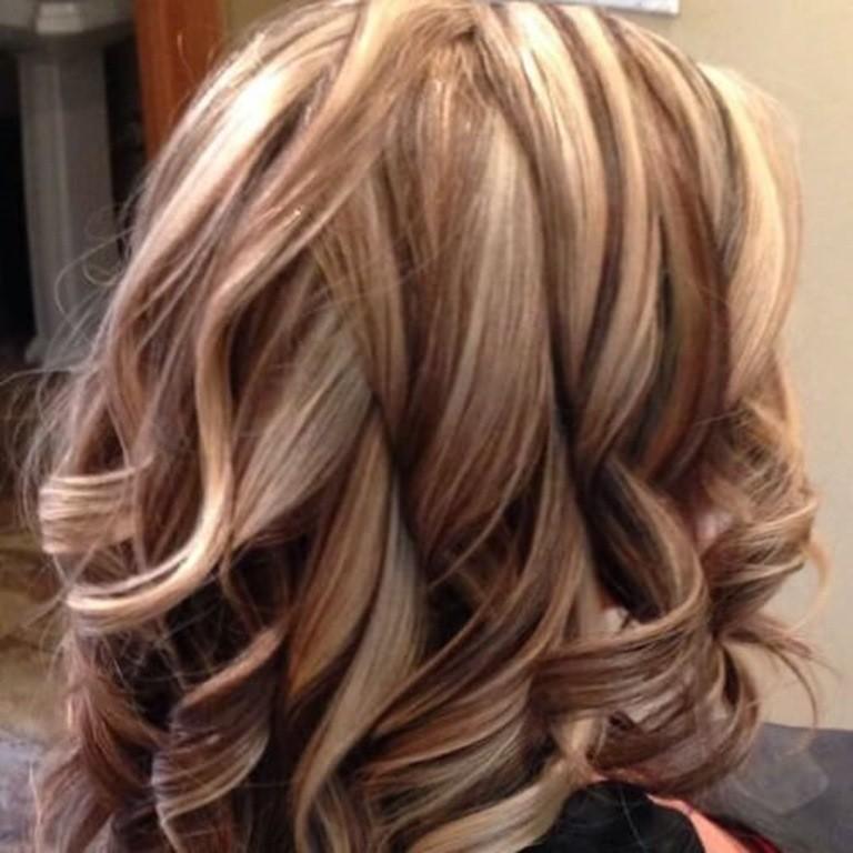 Braune Haare mit Leichten Blonden Strähnen