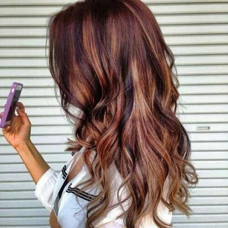 Braune Haare mit Blonden und Roten Strähnen