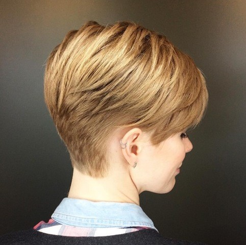 8-honey-blonde-pixie-haarschnitt