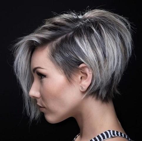 Grau Silber Pixie Haarschnitt