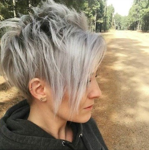 Grau Pixie Haarschnitt mit Pony