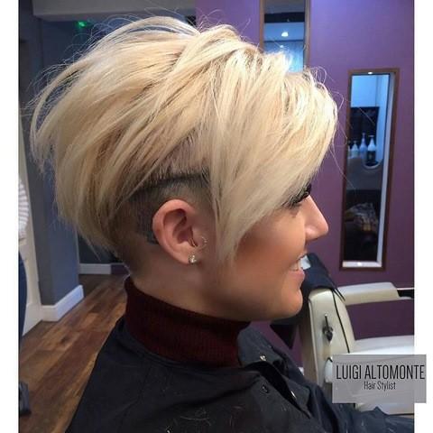 blonde sidecut mit bangs