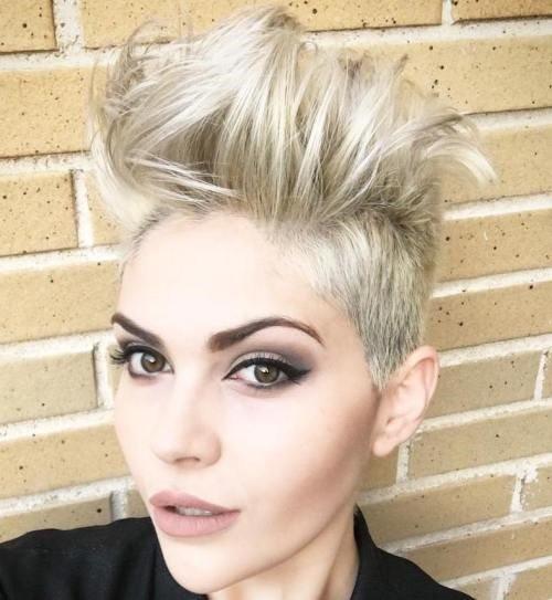 10-chaotisch-blonde-Unterschnitt-für-kurze-Haare