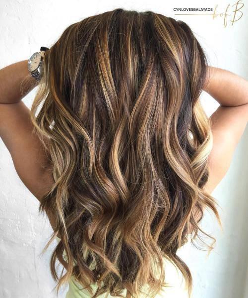 18-Karamell mit blonden Strähnen