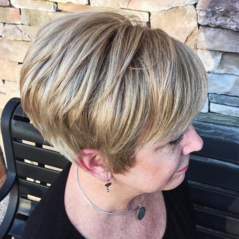 kurze-bronde-frisuren